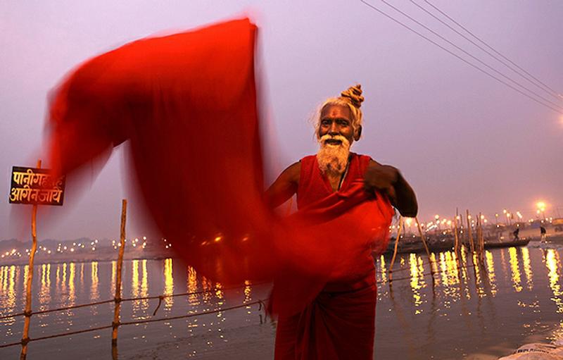 18) А самое главное это то, что в 2010 году будет Кумбха Мела именно в Харидваре, причем Махакумбха Мела (Великая Кумбха Мела), которая случается раз в 12 лет. Харидвар (в переводе Дверь, Врата к Господу Хари (Вишну), некоторые называют  Хардвар, т.е. Врата к Господу Шиве) находится в предгорьях Гималаев. (AP)