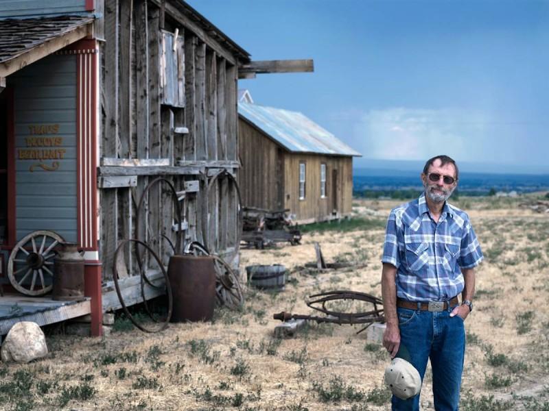 18. Джадд Редфилд – друг и бывший работник Анселя Адамса – стоит у домика в Монтроуз, Колорадо. (David Eustace / Character Project)