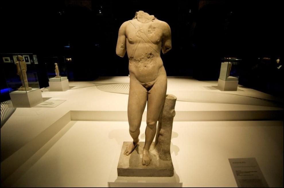 18) © Juan Naharro Gimenez/Getty Images // Статуя Эроса, греческого бога любви.