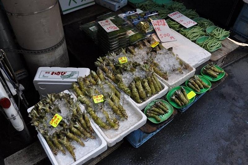 18) Вот он – традиционный зеленый японский хрен васаби (здесь он не порошковый, как в коммерческих заведениях, а свежеприготовленный)
