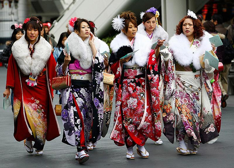 5) Эта церемония называлась моги. По завершении мальчики и девочки считались взрослыми и могли вступать в брак. (AP)