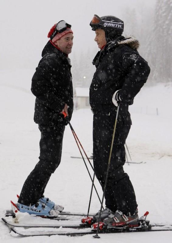 9) Они с радостью спустились по ним на лыжах несколько раз. (REUTERS/RIA Novosti/Kremlin/Dmitry Astakhov)
