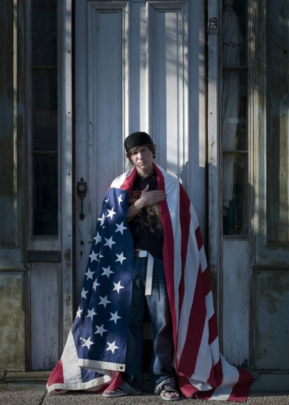 20. Дэнни Шерли обернулся в американский флаг. Снимок сделан в Мэдисоне, Индиана. (David Eustace / Character Project)