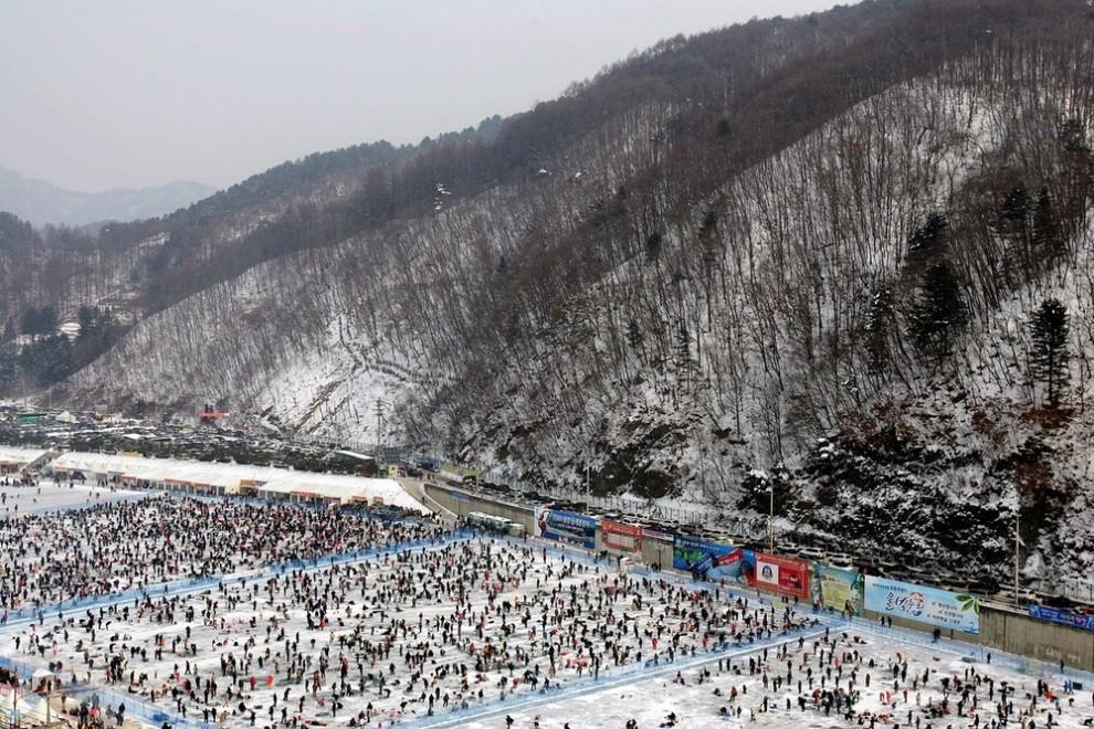 1) В Южной Корее стартовал фестиваль любителей рыбной ловли. Это мероприятие из года в год на протяжении уже нескольких лет всё больше и больше поражает своими масштабами. (Chung Sung-Jun/Getty Images)