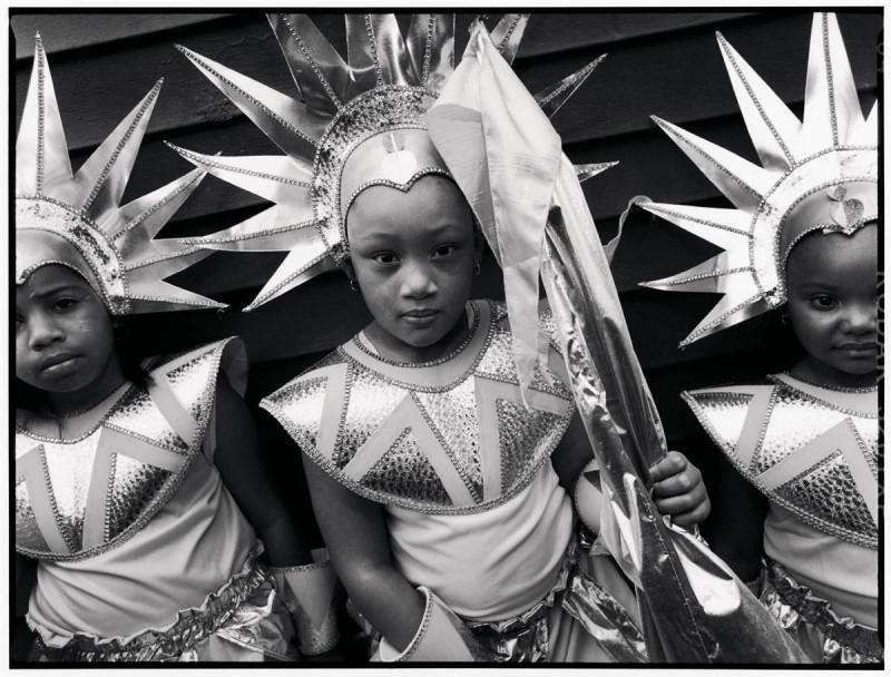 21. Слева направо: Сьерра Эш, Найла Вонгвон и Кайла Джойнер участвуют в детском параде Западной Индии в Бруклине, Нью-Йорк. (Mary Ellen Mark / Character Project)