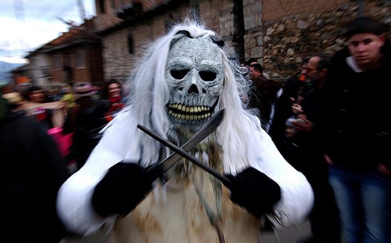 2) Наши предки знали толк в переговорах с духами, в запугивании злых оборотней и других ритуалах. (AP)