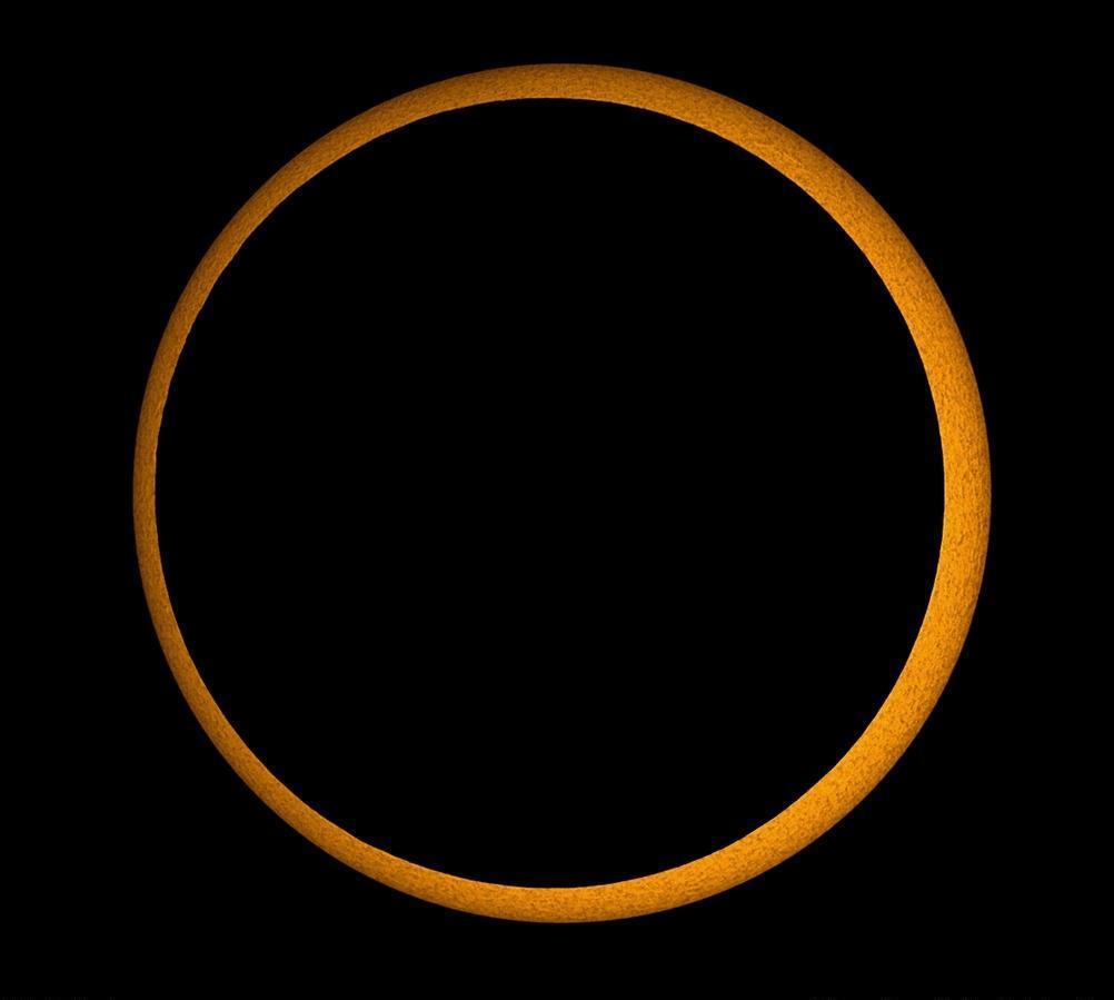 23) Кольцевое затмение.