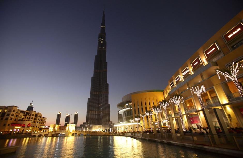 2) Общий вид на самое высокое здание в мире, которое станет ключевым элементом нового делового центра в Дубае. Со временем вокруг башни появятся гостиницы, торговый центр, офисные и жилые здания, а также, как обещают, самый высокий в мире «танцующий фонтан»