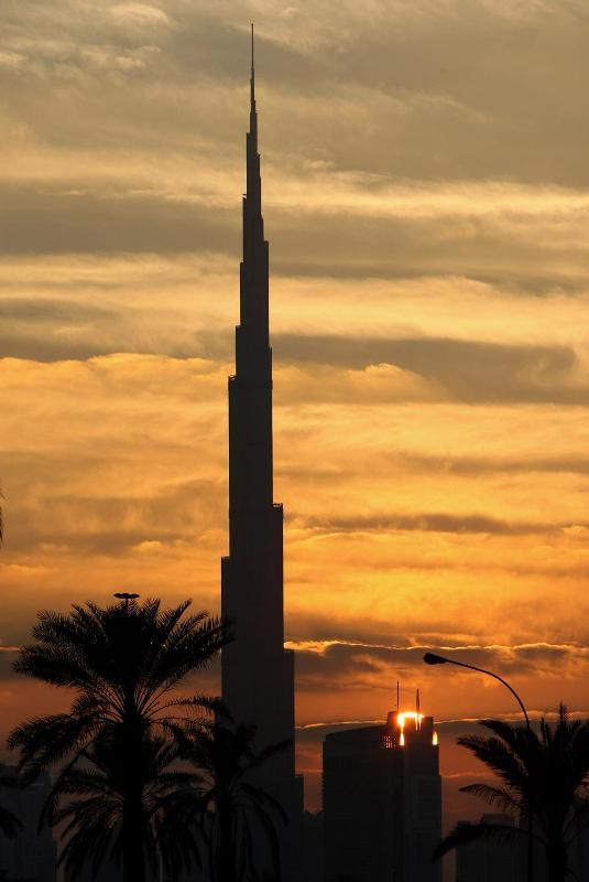 4) Небоскреб насчитывает 162 этажа, площадь его внутренних помещений составляет более 1 млн кв. м.