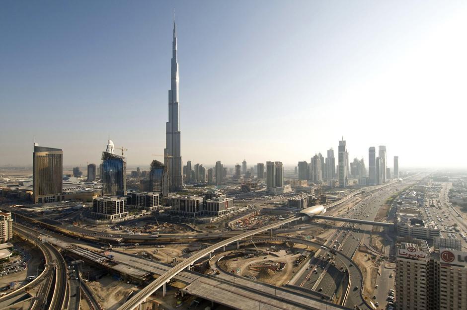 7) Возведение огромного здания обошлось девелоперу, компании Emaar Properties, в $2 млрд — более чем $9 млн на каждый этаж.