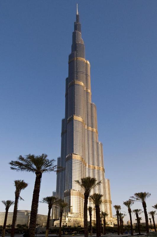 8) Благодаря тому, что продажи начались задолго до завершения строительства, когда бум на рынке недвижимости в Дубае еще не сменился обвалом, застройщику удалось реализовать 90% площадей.