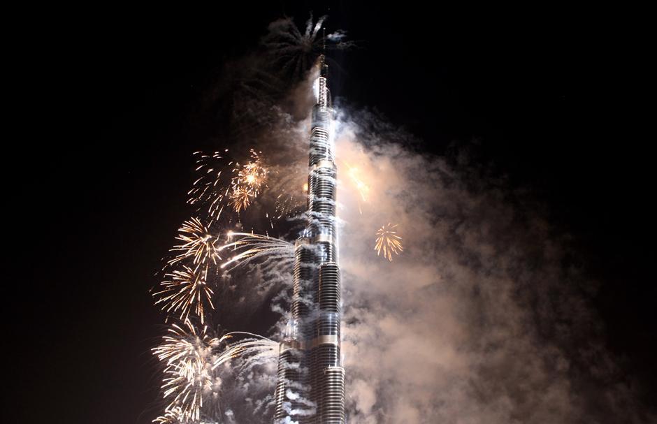 12) Долгожданное открытие легендарного здания прошло с фейерверками и праздничными концертами.