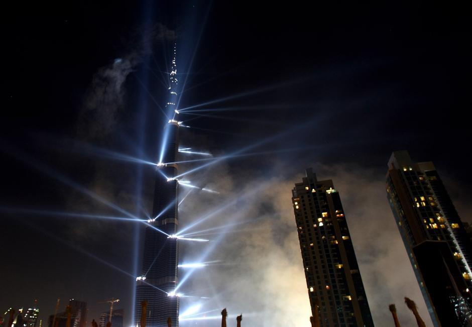 13) Мероприятие поразило невероятным размахом — публика увидела обещанные фейерверки, театрализованные представления, а также лазерное шоу.