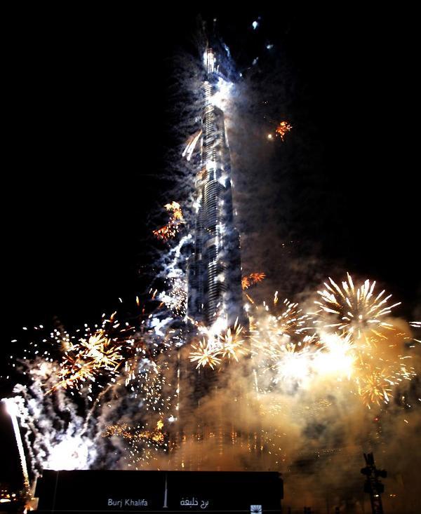 16) В общей сложности трансляцию церемонии открытия по телевидению посмотрело более двух миллиардов человек по всему миру.
