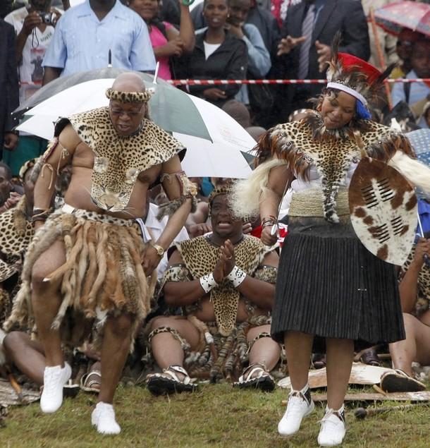 11) За свою приверженность к традиционному для зулусов многоженству Джейкоб Зума не раз подвергался критике во время прошлогодней предвыборной кампании.