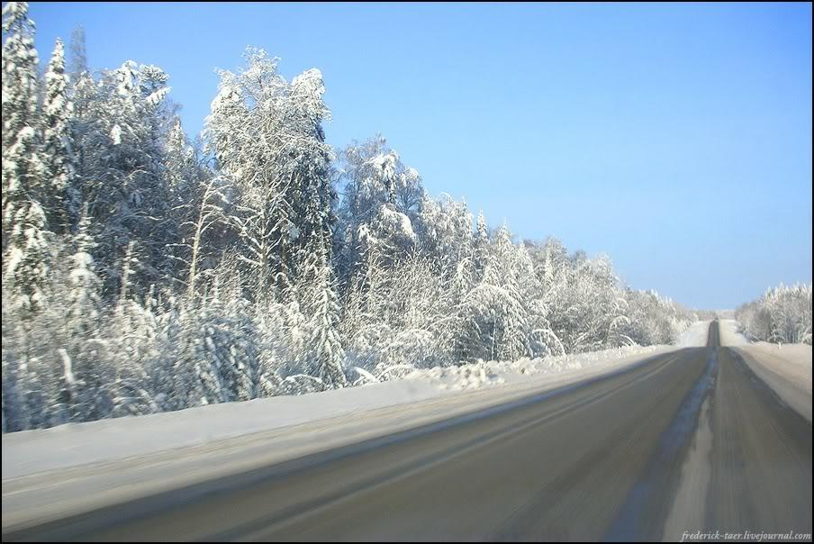 1) Полдень, за бортом -24. Неторопливо ползём в сторону Сыктывкара. Вокруг ничего нет, одни ёлки и снег.