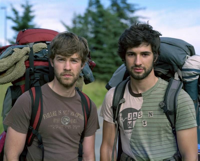 27. Майкл и Фрэнклин – рабочие из Сиэтла, Вашингтон, - отправились на Аляску на лето. (Richard Renaldi / Character Project)
