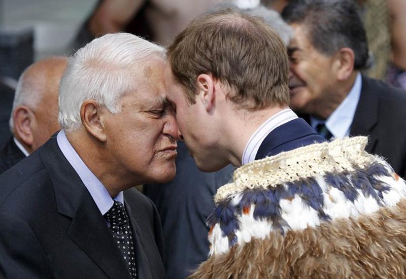 11) Чувственная встреча бывшего губернатораПоля Ривз и принца Великобритании. (REUTERS/Anthony Phelps)