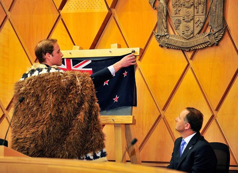 12) Его Королевское Высочество принц Уильям официально открывает Верховный суд во второй день своего пребывания в Новой Зеландии, Веллингтон. (Mike Heydon/Getty Images)