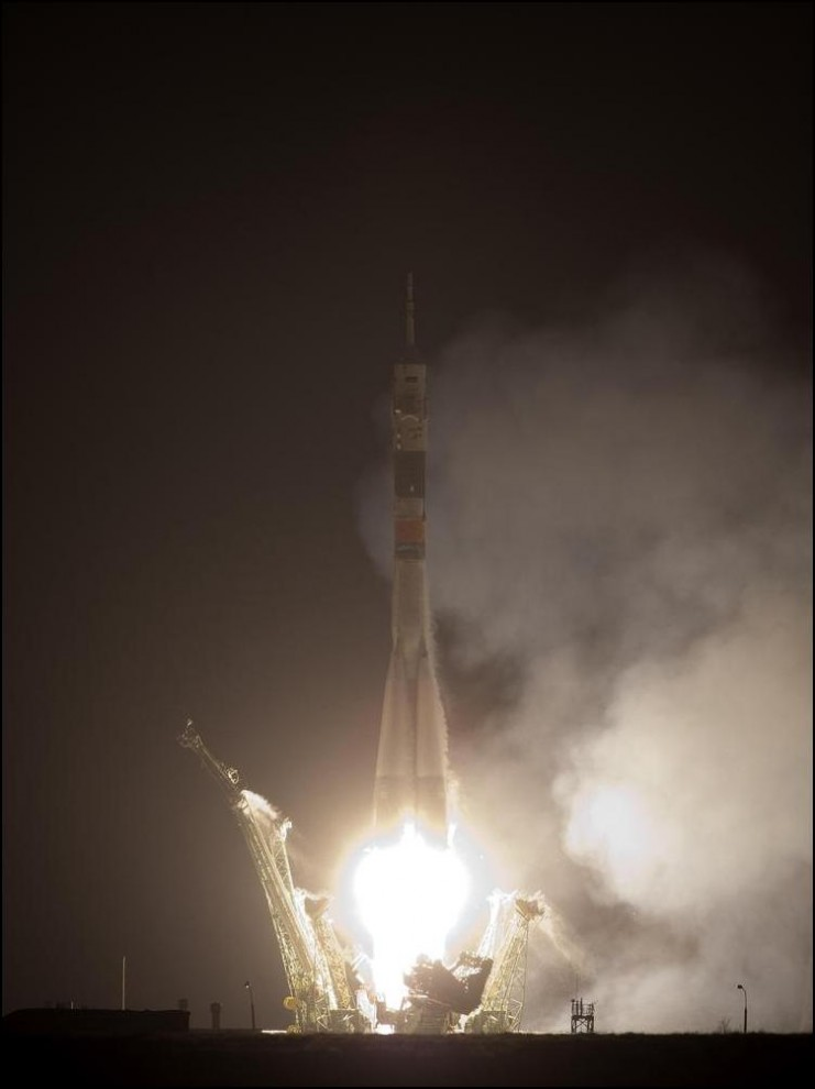 30) © NASA/Bill Ingalls // 22-ая экспедиция к МКС на взлёте.