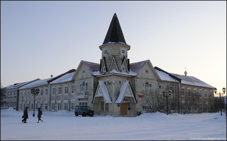 28) Здание почты - символ Нарьян-Мара.