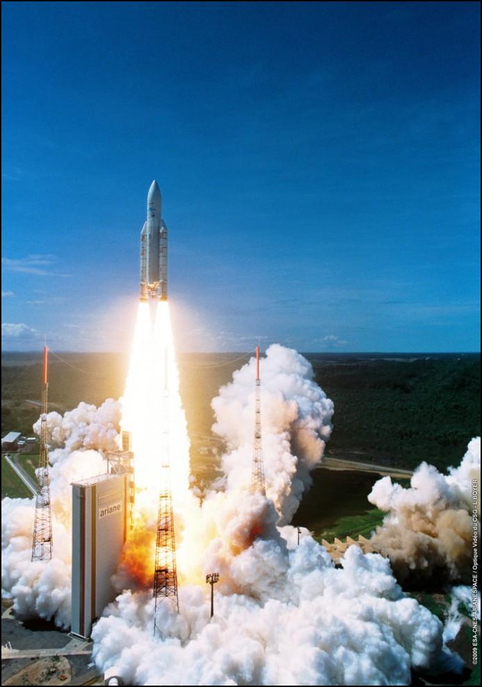 32) © ESA // Седьмой запуск Ариан 5, 24 декабря проекту Ариан исполняется 30 лет.