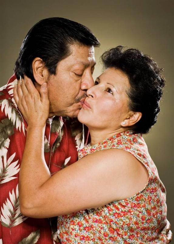 32. Камера запечатлела объятия семейной пары из Лос-Анджелеса - Элвы и Моруато. (Marla Rutherford / Character Project)