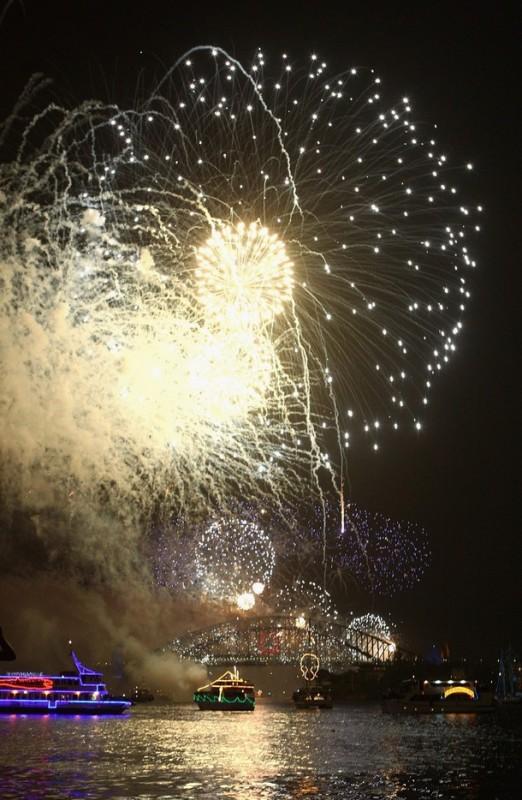 4) Новогодняя иллюминация над Sydney Harbour. (Ryan Pierse/Getty Images)
