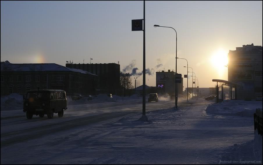 33) Зашли в универмаг - цены в два раза выше, чем в Москве.