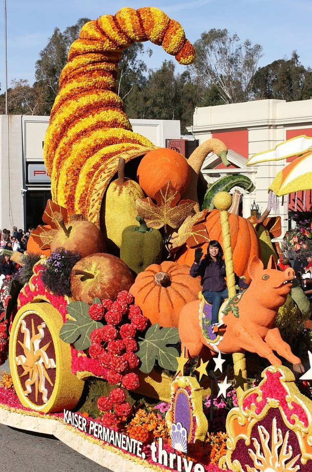 11) Огромная цветочная платформа c дарами осени. (Frederick M. Brown/Getty Images)
