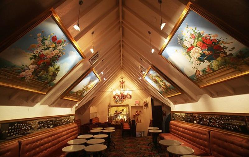 13) 28 августа 2009 года в Нью-Йорке Департамент парков и мест отдыха объявил, что отказывается продлить лицензию ресторана, предоставив ему вместо этого пристань Центрального парка. Управляющая Лера была вынуждена прекратить работу заведения до 1 января 2010 года. (Mario Tama/Getty Images)