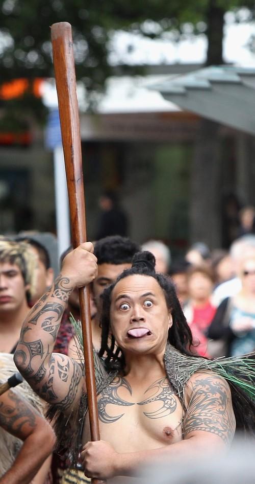 15) Все без исключения изъявили желание поздороваться с принцем традиционным способ маори. (Chris Jackson/Getty Images)