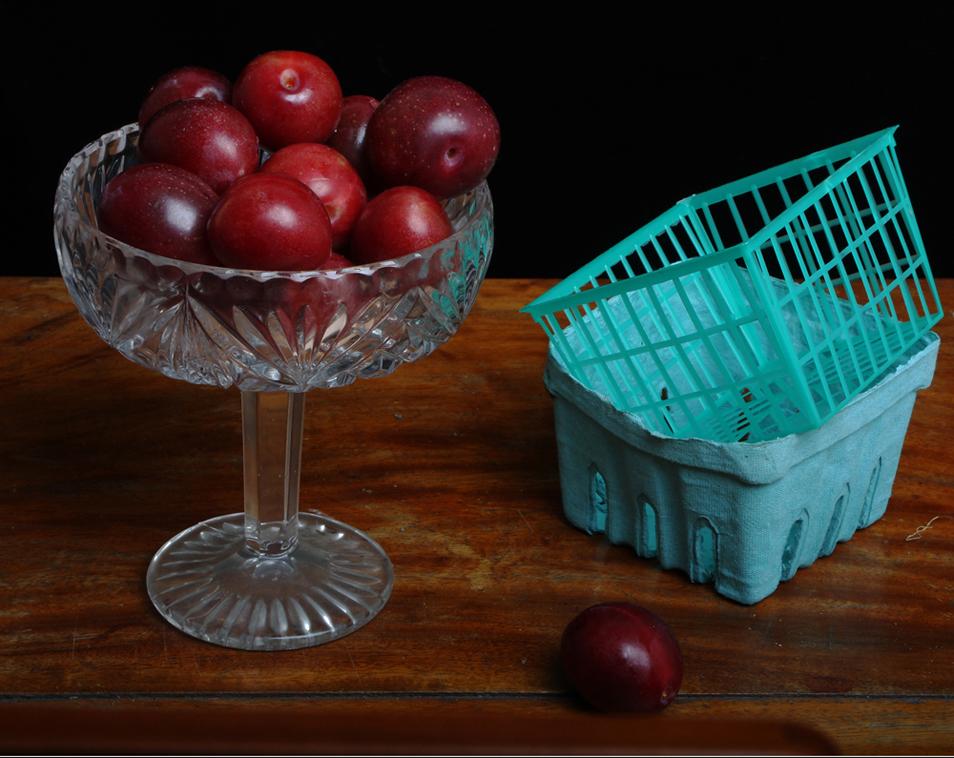 4) Натюрморт с сахарными сливами и корзинками. (© Justine Reyes)