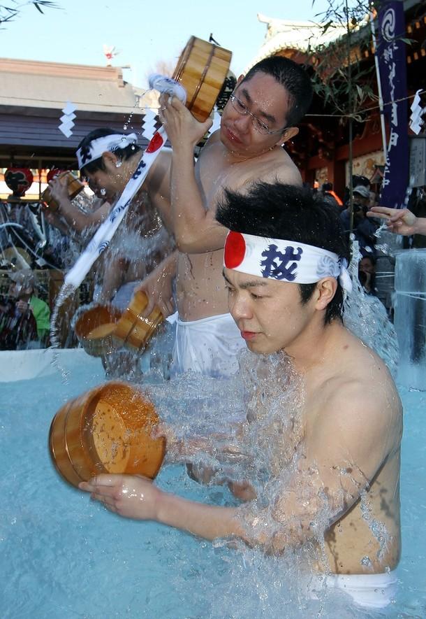 6) Праздничную церемонию провели в храме Канда Мёдзин. (Junko Kimura/Getty Images)