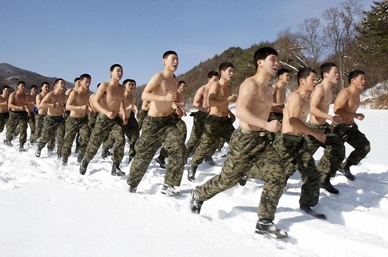 2) В задачу сил спецназа входит решение специфических боевых задач силовыми методами в чрезвычайн условиях. (REUTERS/Jo Yong-Hak)