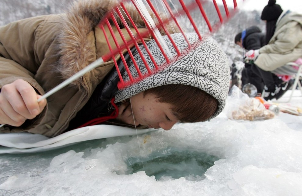11) Кроме того фестиваль включает в себя гонки на санках, лепку ледяных фигур, футбол на льду и другие семейные развлечения, а также большой фейерверк во время церемонии закрытия. (Chung Sung-Jun/Getty Images)