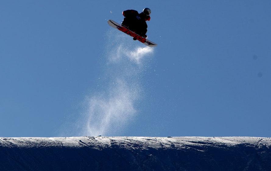 2. Ян Харт участвует в финале Гран-при по сноуборду 2010 на курорте в Маммот Лэйкс, Калифорния. (Photo by Jed Jacobsohn/Getty Images)