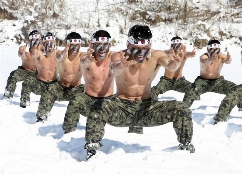 3) Уровень боевой подготовки требует наличия усиленной учебной базы и отдельных учебных центров. (AP Photo/Ahn Young-joon)