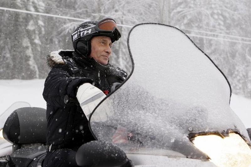 3) Владимир Путин держится уверенно, ведь это у него не первый опыт управления снегоходом. (REUTERS/RIA Novosti/Kremlin/Dmitry Astakhov)