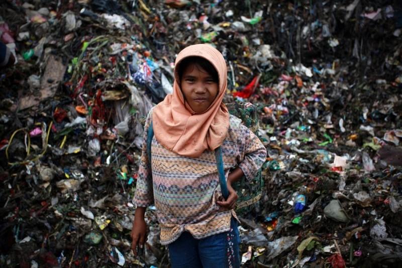 Дети на свалке в Индонезии