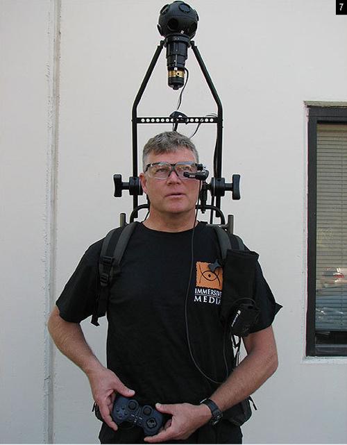 7) Несколько лет назад компании Google понадобилось устройство для масштабного фотопроекта: нужно было сфотографировать…буквально все. Речь идет о знаменитом  «просмотре улиц» на спутниковых картах, который дарит нам столько веселых минут. С помощью похожего на лампочку приспособления, так называемой камеры Immersive Media, закрепленной над головой человека, можно запечатлеть то, что происходит вокруг, на 360 градусов. (John Herrman)