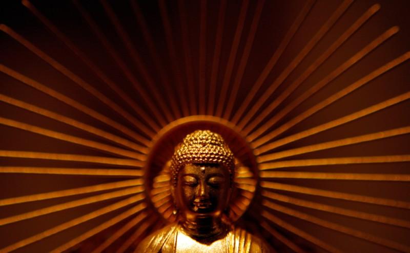 8. Статуя Будды из чистого золота в магазине «Ginza Tanaka» в Токио 26 ноября 2009 года. (REUTERS/Yuriko Nakao)