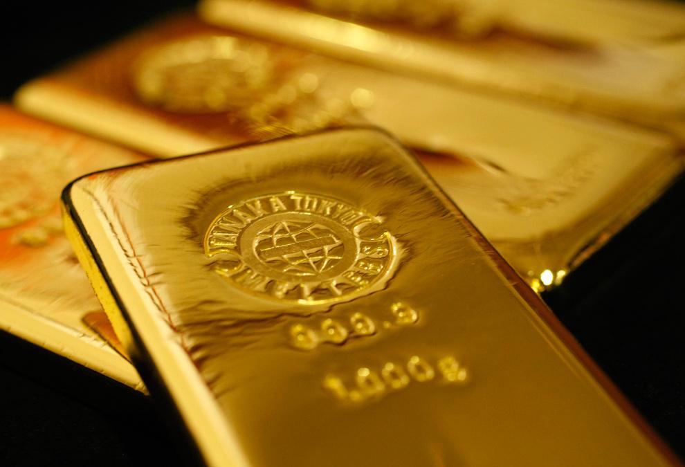 32. Золотые слитки в магазине «Ginza Tanaka» в Токио 23 октября 2009 года. (REUTERS/Issei Kato)