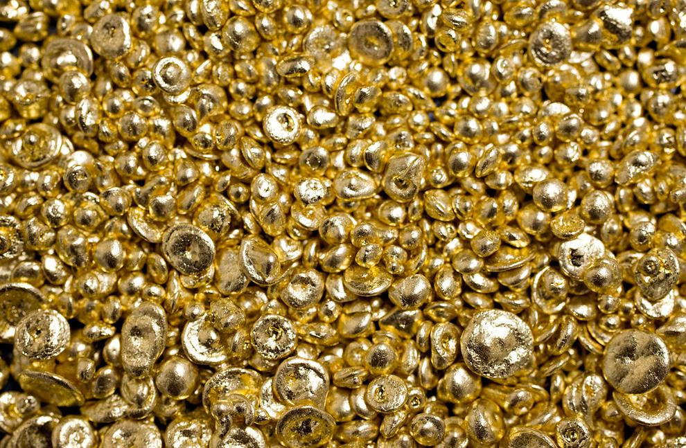 37. Чистое золото на заводе компании «Dvir & Stoler Refining» в Нью-Йорке 4 января 2010 года. (Daniel Acker/Bloomberg)