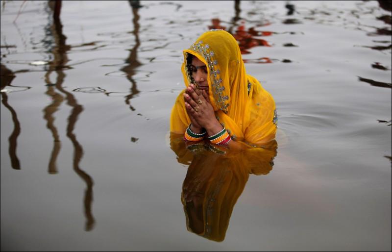 На ЖД станции в Индии погибли более 20 человек