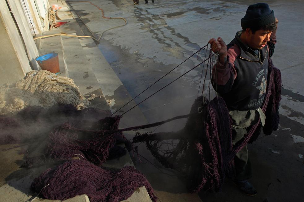 5. Территория Афганистана всерьез рассматривается экспертами как одно из самых вероятных мест зарождения изготовления ковров. (Getty Images / Majid Saeedi)