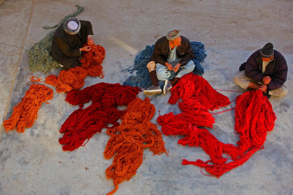 8. Афганистан имеет старейшие традиции изготовления ковров прослеживающиеся с 1280 года. (Getty Images / Majid Saeedi)