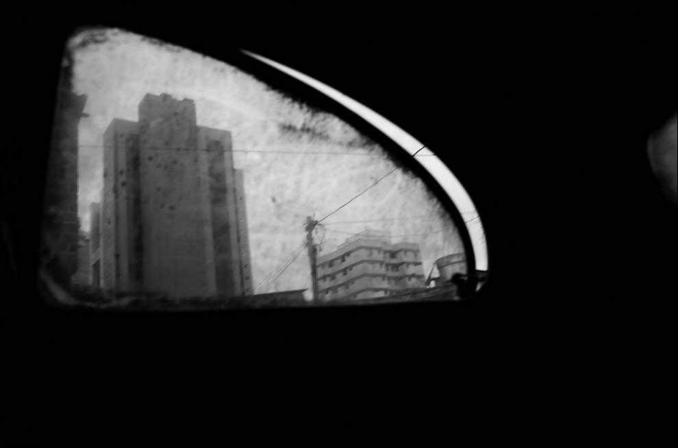 01) Вид из окна автомобиля на фавелу (трущобу) Жардим Эдит в Сан-Паоло.