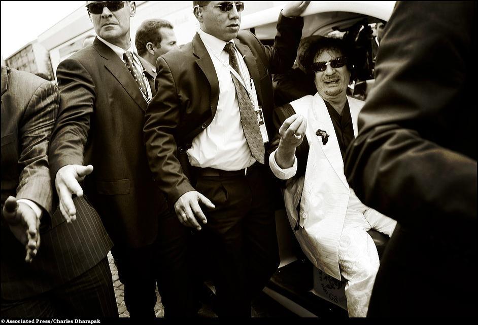 1) Ливийский лидер Муаммар Кадафи на саммите G8.