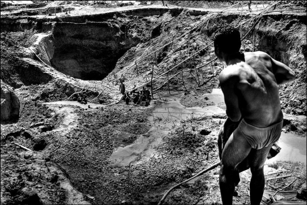 01) pertambangan emas di sini selama hampir setahun dan pada saat itu telah mengumpulkan banyak tambang yang ditinggalkan.